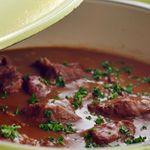 Kjøtt i mørke (storfe, bog eller rygg, i brun saus)