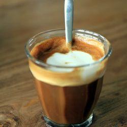 Cortado, dobbel, h-melk (coffee bar)